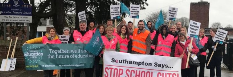 NEU members on strike in Southampton in 2019